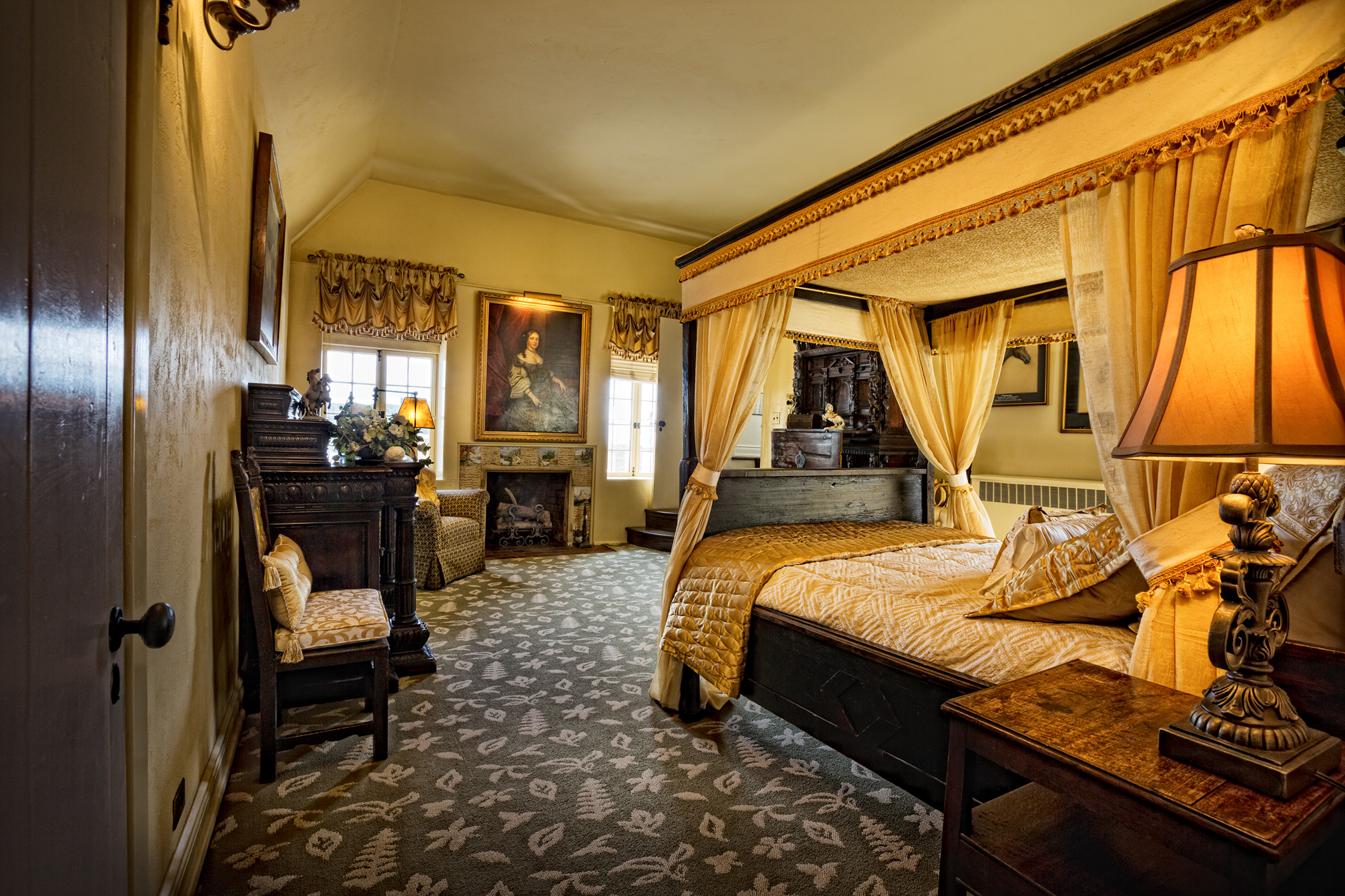 CRCF-Gold-Bed-Room